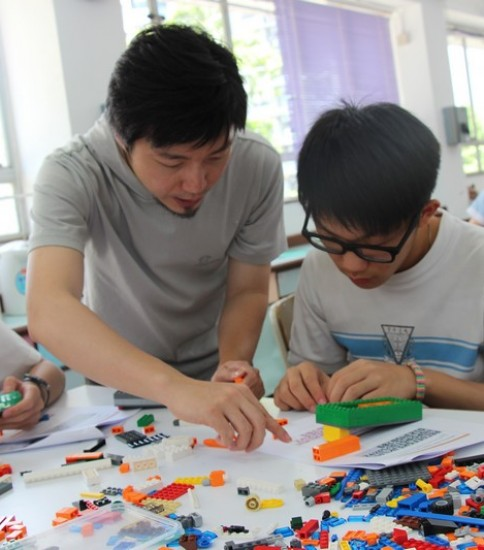 Learning English through Building LEGO 砌積木學英文課程